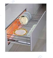 Механизъм за подреждане на чинии и чаши за вграждане в долен шкаф с плавно прибиране.