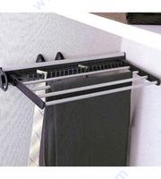 Механизъм за закачане на шалове, вратовръзки и панталони.